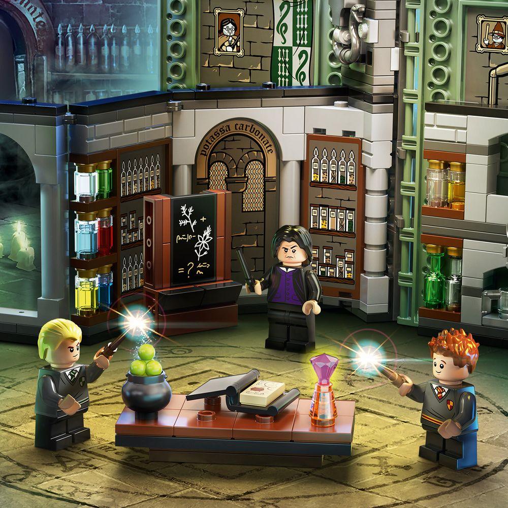 Assets/LEGO_76383_Feature2.jpg