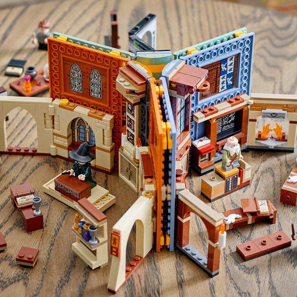 Assets/LEGO_76385_Feature3.jpg